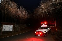A police car is seen at a roadblock near Mount Hachibuse in central Nagano Prefecture where a prefectural rescue helicopter crashed on March 5, 2017. (Mainichi)