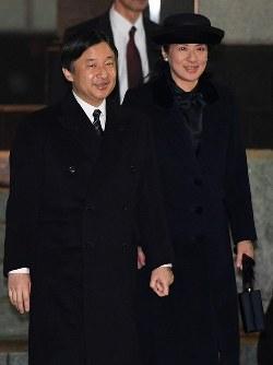 天皇、皇后両陛下をお出迎えに向かわれる皇太子ご夫妻=東京都大田区の羽田空港で2017年3月6日午後7時39分、徳野仁子撮影