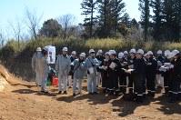 東海第2原発の敷地近くで断層を調査し火山噴火の影響を調べる原子力規制委の調査=東海村で