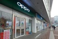 店頭販売を重視するOPPOとvivoは販売店を急速に増やしている=中国北京市で2017年2月22日、赤間清広撮影