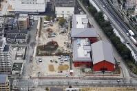 学校法人「森友学園」が建設を進める小学校の工事現=大阪府豊中市で2017年3月6日、本社ヘリから三村政司撮影