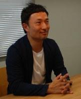 インタビューに応じる日比野拓社長=神奈川県厚木市飯山で、坂根真理撮影