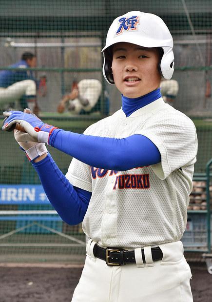 神戸国際大付の中岡蒼裕選手=神戸市垂水区で、矢澤秀範撮影