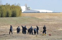 Fukushima Prefectural Police search for human remains in an area of the town of Namie devastated by the tsunami that followed the March 11, 2011 Great East Japan Earthquake, on the sixth anniversary of the disaster. (Mainichi)