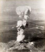 広島に原爆を投下したB29「エノラ・ゲイ」から撮影されたきのこ雲=原爆資料館提供