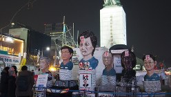 朴槿恵氏が大統領府を去った3月12日夜、ソウル光化門前広場は静けさを保っていた=大澤文護撮影