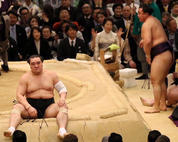 大相撲春場所:蒼国来が初金星 日馬富士破る - 毎日新聞