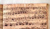バッハのオリジナル楽譜「結婚カンタータBWV216」。ドイツ語の歌詞も記されている=東京都立川市の国立音大で2004年4月、長谷川直亮撮影