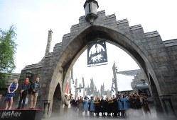 ハリー・ポッターの新エリアオープン記念のセレモニー=2014年7月15日、久保玲撮影