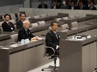 豊洲市場移転問題をめぐる百条委で証人席に座る石原慎太郎・元東京都知事=都議会で2017年3月20日午後1時6分、小出洋平撮影