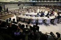 多くの傍聴者や報道陣が詰めかけた豊洲市場移転問題をめぐる百条委=都議会で2017年3月20日午後1時、小出洋平撮影