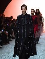 ファッション・ウィーク東京の開幕を飾った5Knotのショー=東京都渋谷区の渋谷ヒカリエで2017年3月20日午前10時44分、徳野仁子撮影
