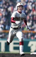 【高岡商―盛岡大付】四回表高岡商1死一、二塁、島村が2点三塁打を放ち、ベースを回る=阪神甲子園球場で2017年3月20日、平川義之撮影