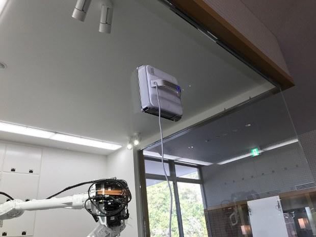 窓ふきロボット