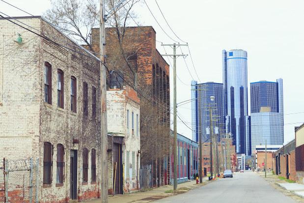 アメリカは製造業の空洞化に危機感を持つ(寂れたデトロイトの市街)