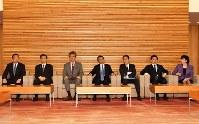 閣議に臨む麻生太郎財務相(中央)ら=首相官邸で2017年3月21日午前8時31分、西本勝撮影