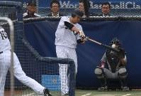 打撃練習をする筒香=米カリフォルニア州ロサンゼルスのドジャースタジアムで2017年3月20日、久保玲撮影