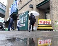 雨で試合が中止となった阪神甲子園球場=2017年3月21日午前7時54分、小関勉撮影