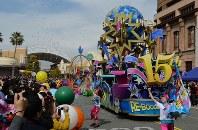 USJの15周年記念パレード=2016年3月16日、西本勝撮影