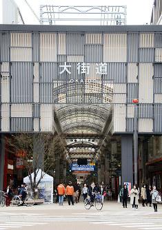 愛媛県内の商業地で24年連続のトップとなった松山市大街道2付近=黒川優撮影