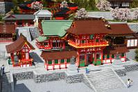 京都の伏見稲荷大社=レゴブロックでできている