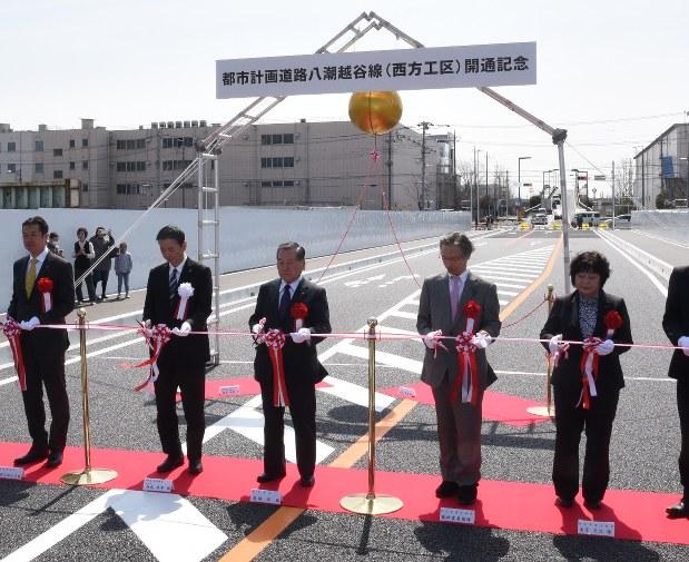 県道八潮越谷線:「産業道路」完成、開通式 越谷 /埼玉 - 毎日新聞