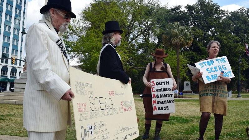 原発建設に伴う電力料金の値上げに抗議する米サウスカロライナ州の市民=2017年3月7日、清水憲司撮影