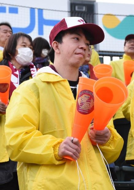 甲子園のスタンドから声援を送った尚哉さん=兵庫県西宮市の阪神甲子園球場で