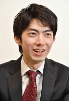 インタビューに答える中村太地六段=東京都渋谷区で2017年2月16日、西本勝撮影