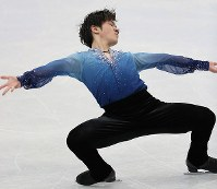 Shoma Uno skates in the men's short program at the ISU World Figure Skating Championships in Helsinki on March 30, 2017. (Mainichi)