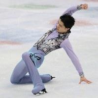Yuzuru Hanyu performs in the men's short program at the ISU World Figure Skating Championships in Helsinki on March 30, 2017. (Mainichi)