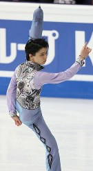 Yuzuru Hanyu performs in the men's short program at the ISU World Figure Skating Championships in Helsinki on March 30, 2017. He finished in fifth place in the program. (Mainichi)