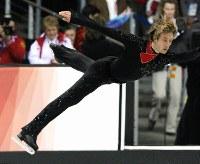 トリノ五輪フィギュアスケート男子フリーで圧倒的な強さを見せつけ、金メダルを射止めたプルシェンコ(ロシア)=パラベラ競技場で2006年2月16日、岩下幸一郎撮影