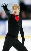 フィギュアスケートロシア杯男子シングルで優勝したプルシェンコのフリーの演技=ロシア・サンクトぺテルブルクのアイスパレスで2005年11月26日、石井諭撮影