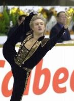 フィギュアスケートのグランプリシリーズ第6戦、NHK杯で1人だけ別次元の存在のように、完ぺきジャンプで魅了した18歳のプルシェンコ==北海道旭川市の旭川大雪アリーナで2000年12月3日、西村剛撮影