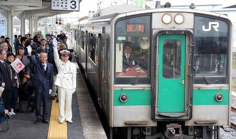 JR常磐線の浪江-小高間の再開を記念し、浪江駅で開かれた式典=福島県浪江町で2017年4月1日午前10時19分、喜屋武真之介撮影