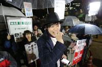 「未来のための公共」主催の国会前抗議集会に集まった参加者ら=東京都千代田区で2017年3月31日午後8時16分、後藤由耶撮影