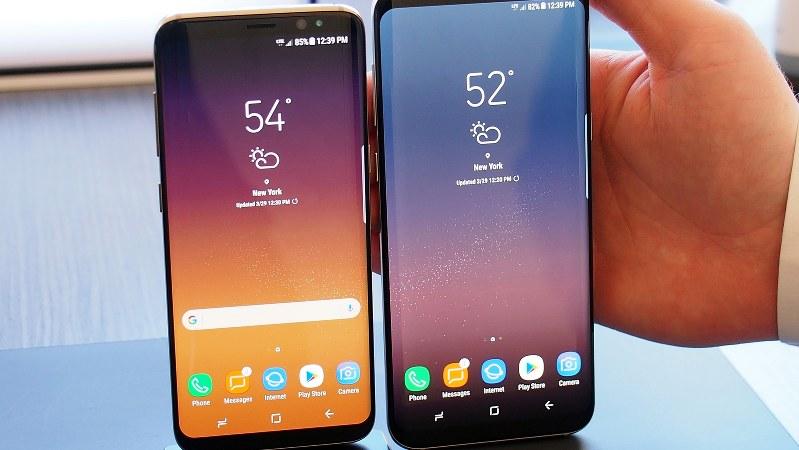 サムスン「ギャラクシーS8」(左)と画面サイズの大きい「ギャラクシーS8プラス」
