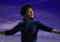 Japan's Shoma Uno gives an exhibition performance in Helsinki, on April 2, 2017. (Mainichi)
