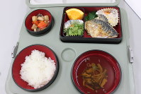 お年寄りの配食サービス弁当=山口県周南市で2014年10月20日(記事とは直接関係ありません)