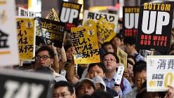 貧困バッシングへの抗議デモ=東京都新宿区で2016年8月27日