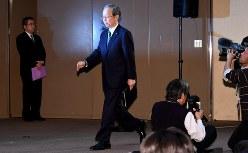 子会社・ウェスチングハウスの破産申請についての記者会見に臨む東芝の綱川智社長=2017年3月29日、根岸基弘撮影
