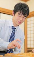 11連勝を達成した藤井聡太四段=大阪市福島区の関西将棋会館で2017年4月5日午後5時15分、三村政司撮影