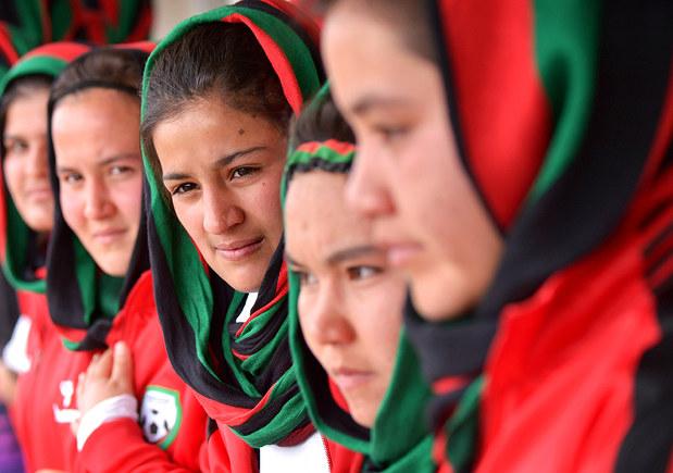 サッカー:アフガンU-18女子代表が来県 サッカーは平和の証し ...