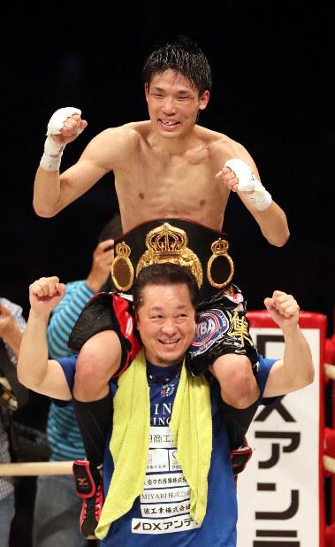 久保隼、十一回5秒TKO勝ちで王座獲得