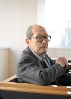映画「追憶」(東宝系)の公開(5月6日)を前に映画人生の歩みを語った降旗康男監督=中村藍撮影