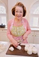「食べやすい大きさの短冊に切るのがポイント」と大根を切る西川ヘレンさん=加古信志撮影