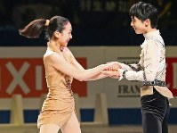 Mao Asada and Yuzuru Hanyu, winners of the 2014 world championships, perform together during the exhibition program after the competition at Saitama Super Arena, on March 30, 2014. (Mainichi)