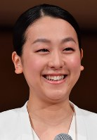 Japanese figure skating star Mao Asada sheds tears at the end of a news conference announcing her retirement in Tokyo's Minato Ward on April 12, 2017. (Mainichi)