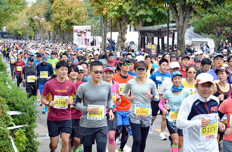 金沢マラソン:ランナー募集 10...